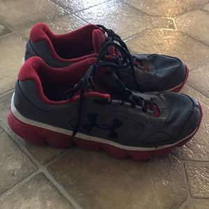 Under Armour Size 7Y Boys Shoes